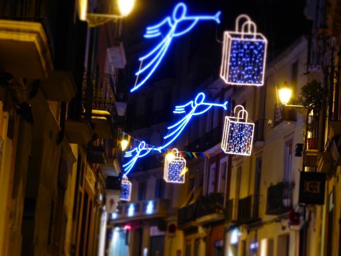 Karácsonyi fények ragyognak egyre több spanyol városban 291764a660
