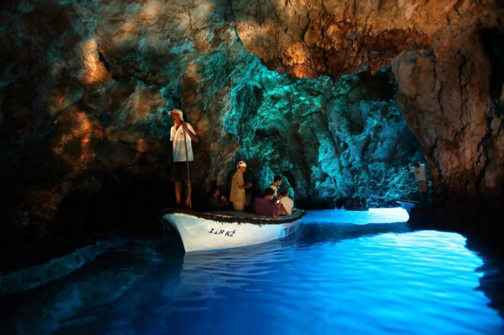 ... Az Adria lenyűgöző szépsége a Kék-barlang  7162. kép ... fcd47f7d57